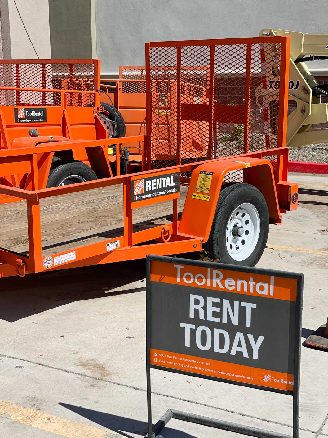 a picture showing an orange trailer